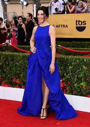 Julianna Margulies made a thrilling appearance on the SAG Awards red carpet in an electric-blue Giambattista Valli Couture ballgown. The high slit added just the right amount of sexiness.