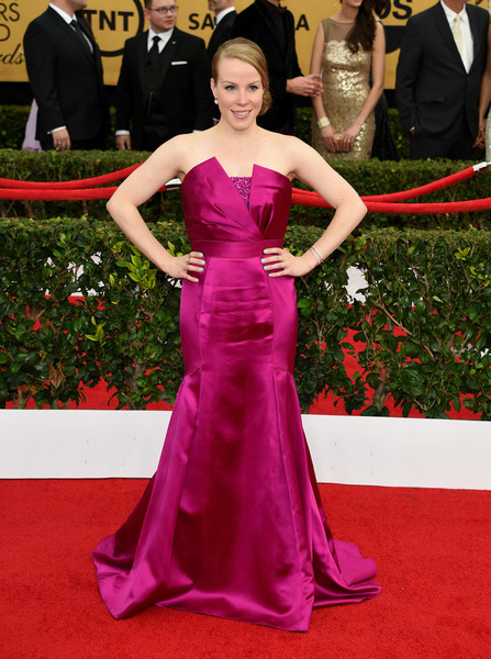 Emma Myles chose an architectural-detailed Theia strapless gown in a vibrant raspberry hue for her SAG Awards look.