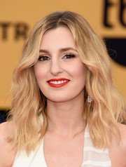 Laura Carmichael wore her hair loose with edgy waves during the SAG Awards.