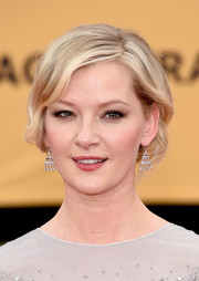 Gretchen Mol brought a dose of vintage cuteness to the SAG Awards red carpet with this short wavy 'do.