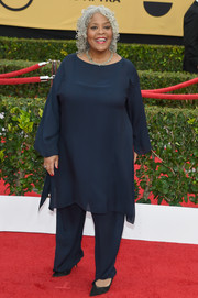 Yvette Freeman kept it breezy in a navy tunic and matching pants at the SAG Awards.