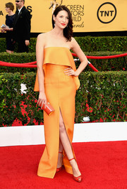 For her SAG Awards look, Caitriona Balfe made a divine choice with this saffron-colored strapless gown by Solace London, featuring a thigh-high slit and a foldover bodice.