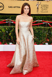 Maria Menounos was a gilded goddess at the SAG Awards in a shimmering Romona Keveza jacquard strapless gown.