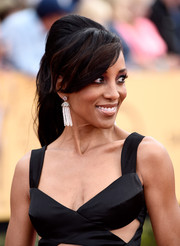 Shaun Robinson hit the SAG Awards red carpet wearing a retro-chic teased ponytail.