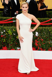 Reese Witherspoon was impeccably dress in this white Giorgio Armani one-shoulder design during the SAG Awards.