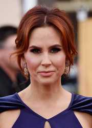 Keltie Knight looked diva-ish with her loose updo and center-parted bangs at the SAG Awards.