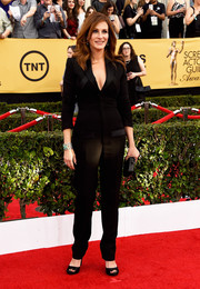 Julia Roberts looked eternally young in a black Givenchy jumpsuit during the SAG Awards.