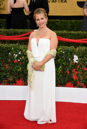 Gabrielle Carteris made an appearance at the SAG Awards wearing a modern white strapless gown.