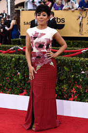 Selenis Leyva looked tres chic at the SAG Awards in a Bibhu Mohapatra column dress with a floral-accented bodice.