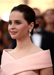 Felicity Jones attended the SAG Awards wearing her hair in a cute tiny bun.