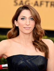 Chelsea Peretti sported perfectly sculpted waves during the SAG Awards.