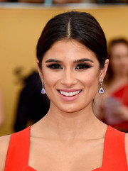 Diane Guerrero opted for a simple, classic center-parted ponytail when she attended the SAG Awards.