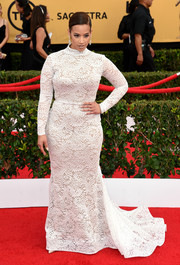 Dascha Polanco looked like a glamorous bride in her white lace turtleneck gown at the SAG Awards.