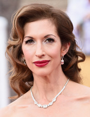 Alysia Reiner looked like she just stepped out of a period movie with her vintage-style curls at the SAG Awards.