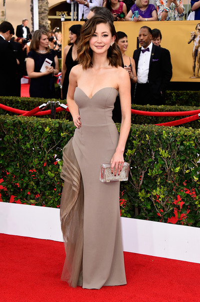 Kimiko Glenn looked downright sophisticated at the SAG Awards in a taupe Gemy Maalouf strapless gown featuring tiers of fluttery fabric down one side.