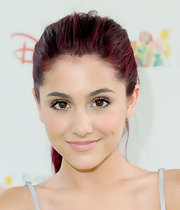 Ariana showed off a natural beauty look. She defined her lashes with a light application of false lashes.