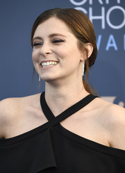 Rachel Bloom kept it low-key in a loose, low ponytail at the Critics' Choice Awards.
