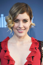 Greta Gerwig channeled some '20s glamour with this finger wave at the Critics' Choice Awards.