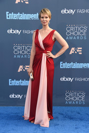 Cynthia Nixon glammed it up in a color-block faux-wrap gown at the Critics' Choice Awards.