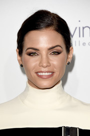 Jenna Dewan-Tatum played up her peepers with a heavy application of neutral eyeshadow.
