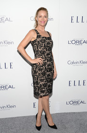 Leslie Mann kept it classic in a figure-hugging lace cocktail dress at the Elle Women in Hollywood Awards.