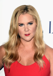Amy Schumer was glamorously coiffed with this long wavy 'do at the Elle Women in Hollywood Awards.