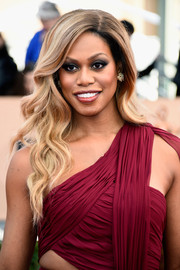 Laverne Cox wore this lovely wavy 'do to the SAG Awards.