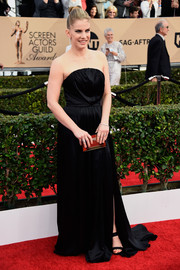 Anna Chlumsky was a goth beauty at the SAG Awards in a strapless black gown by Christian Siriano.