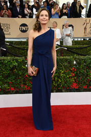 Diane Lane kept it classy in an architectural-detailed navy one-shoulder gown at the SAG Awards.