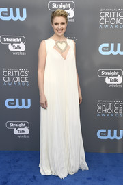 Greta Gerwig looked adorable in a loose white Fendi gown with a heart-embellished peekaboo neckline at the 2018 Critics' Choice Awards.