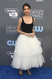 Sarah Hyland went for whimsical glamour in a two-tone Naeem Khan dress with a fitted bodice and a tutu skirt at the 2018 Critics' Choice Awards.