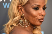 Mary J. Blige glammed it up with a pair of oversized gold chandelier earrings by Maxior at the 2018 Critics' Choice Awards.