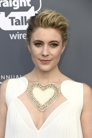 Greta Gerwig was all about cool glamour with her pompadour at the 2018 Critics' Choice Awards.