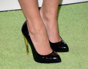 Golden heels put an ultra-chic spin on Hayden Panettiere's simple black pumps at the Environmental Media Awards.