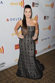 Kyle Richards looked so dramatic in this strapless patterned gown at the GLAAD Media Awards.