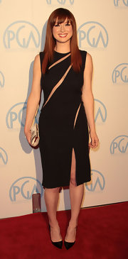 Ellie topped off her LBD with classic black stilettos.