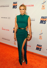 Carmen Electra added an extra pop of gold with a chic box clutch.