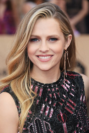 Teresa Palmer wore her long hair down in a gently wavy style during the SAG Awards.