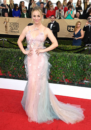 Kaley Cuoco looked dreamy in a rainbow-hued fishtail gown by Marchesa at the SAG Awards.