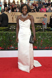 Viola Davis chose a black hard-case clutch by Tyler Ellis to complete her red carpet look.