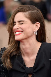 Amanda Peet attended the SAG Awards wearing her hair in mildly messy waves.