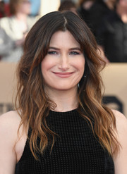 Kathryn Hahn looked lovely with her long, face-framing waves at the SAG Awards.