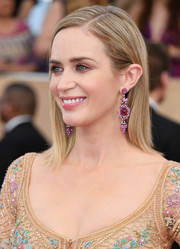 Emily Blunt glammed up her simple hairstyle with a pair of dangling gemstone earrings by Lorraine Schwartz.