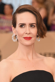 Sarah Paulson wore her short hair with a deep side part and just the slightest wave when she attended the SAG Awards.