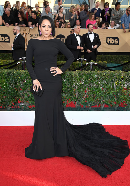 Selenis Leyva went full-on glam in a statement-making fishtail gown at the SAG Awards.