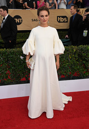 Natalie Portman looked downright regal in a white blouson-sleeve maternity dress by Christian Dior Couture at the SAG Awards.