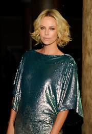 Charlize glittered in a sequined teal ensemble that made her green eyes pop along with a chin-length, center-parted hairstyle. Her blonde tresses were softly curled and tousled for a sweet and feminine look.