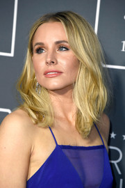 Kristen Bell wore a stylish textured lob at the 2019 Critics' Choice Awards.