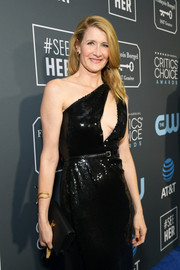 Laura Dern arrived for the 2019 Critics' Choice Awards carrying a black leather clutch by Saint Laurent.