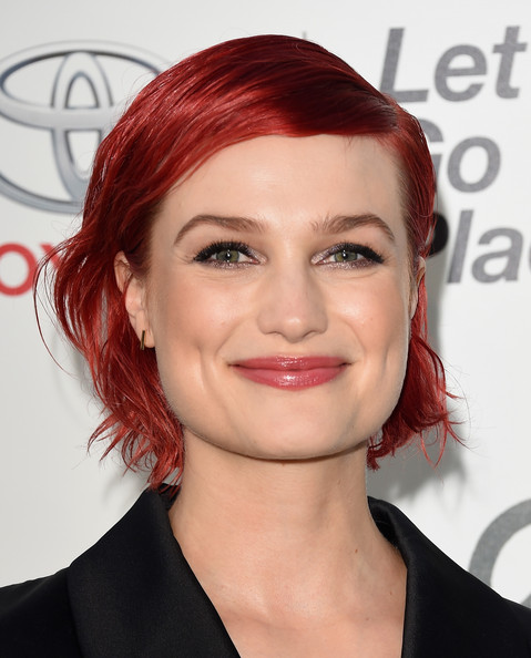 Alison Sudol looked adorable with her red-dyed bob at the 2014 Environmental Media Awards.